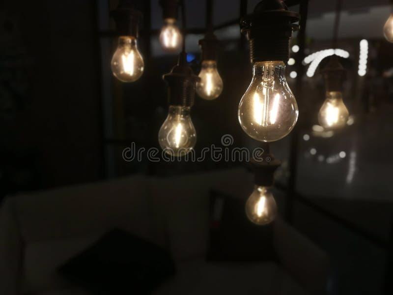 Industriële Lamp in de donkere kamer stock afbeelding