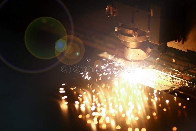 Industriële lasermachine voor metaal stock afbeelding