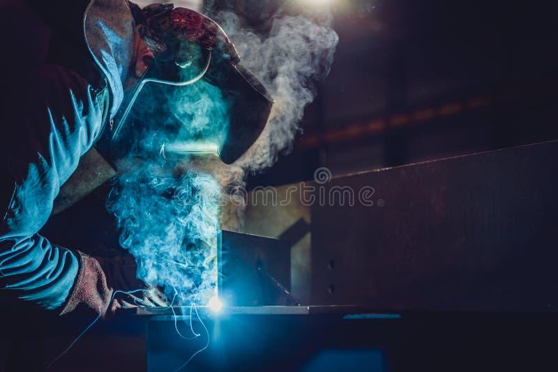 Industriële Lasser With Torch stock afbeeldingen