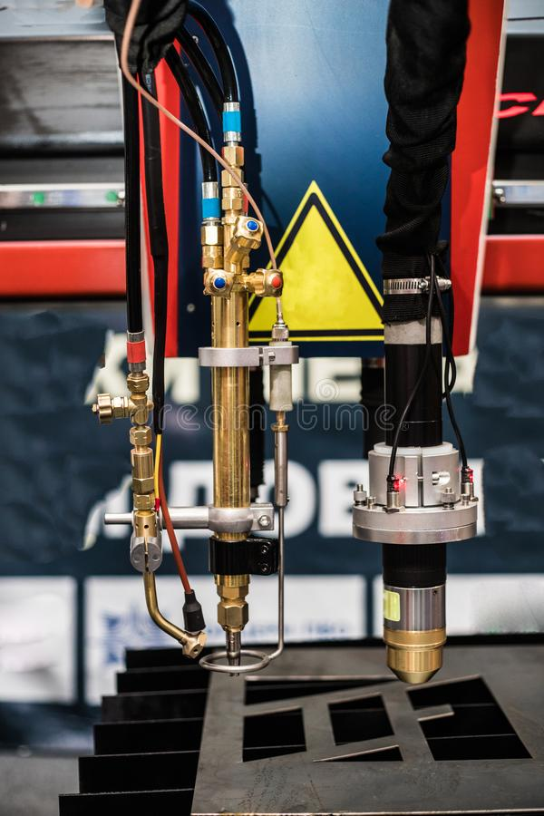 Industriële machine voor laser om metaal te snijden Productietoepassingen stock fotografie