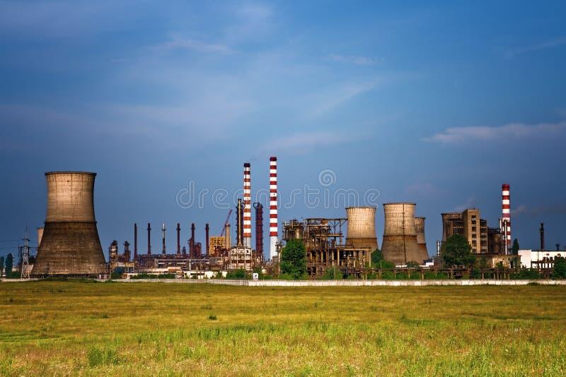 Industriële plaats - landschap van olieraffinaderij royalty-vrije stock fotografie