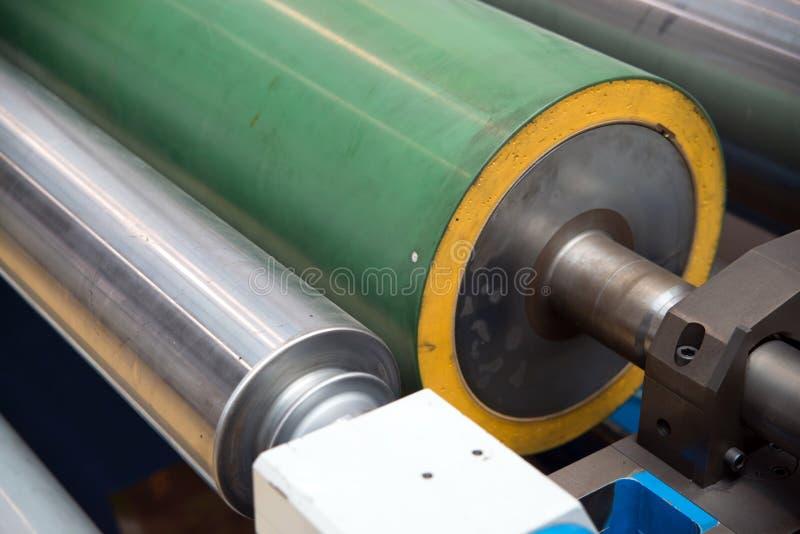 Industriële printshop: De druk van de Flexopers stock afbeeldingen