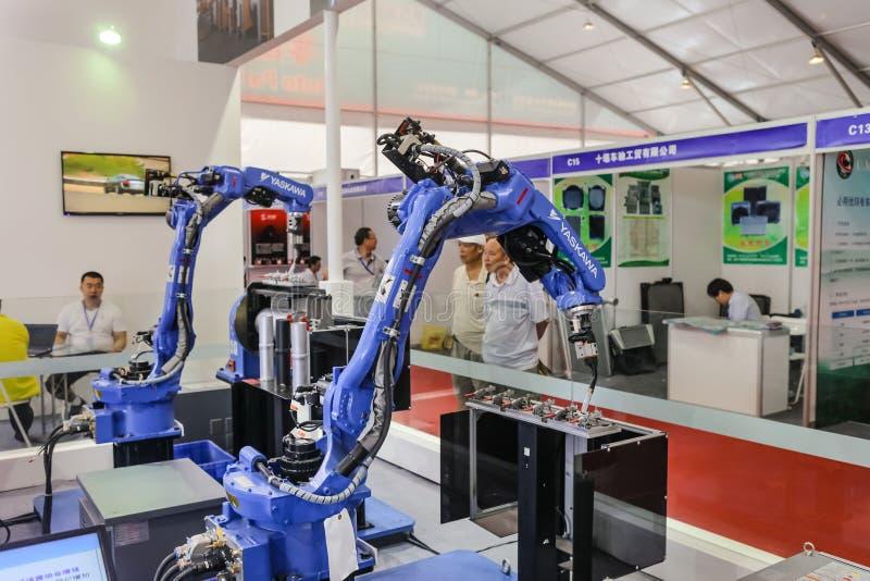 Industriële robot voor booglassen stock afbeelding