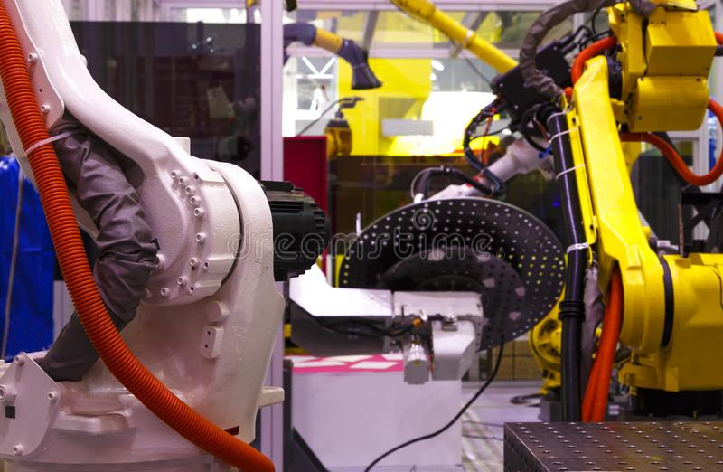 Industriële robots op slimme fabrieks Robotachtige wapens royalty-vrije stock foto's