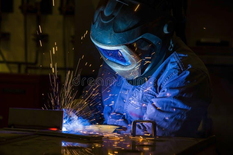 Industriële staallasser in fabriek royalty-vrije stock afbeelding