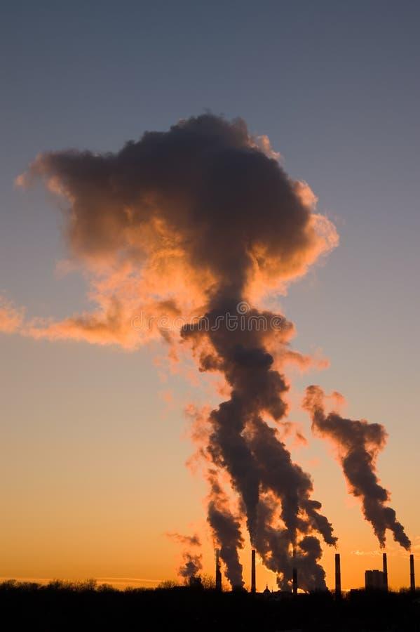 Industriële zonsondergang royalty-vrije stock afbeelding