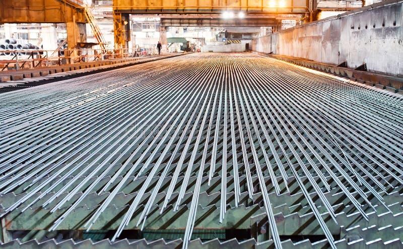 Industria de la metalurgia Laminador La válvula se refresca después de rodar fotos de archivo libres de regalías