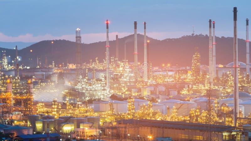 Industria de la refinería de la central eléctrica del aceite imagenes de archivo