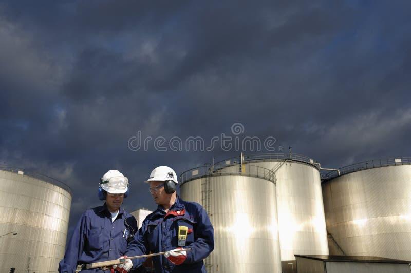Industria de los tanques del combustible y de petróleo fotografía de archivo