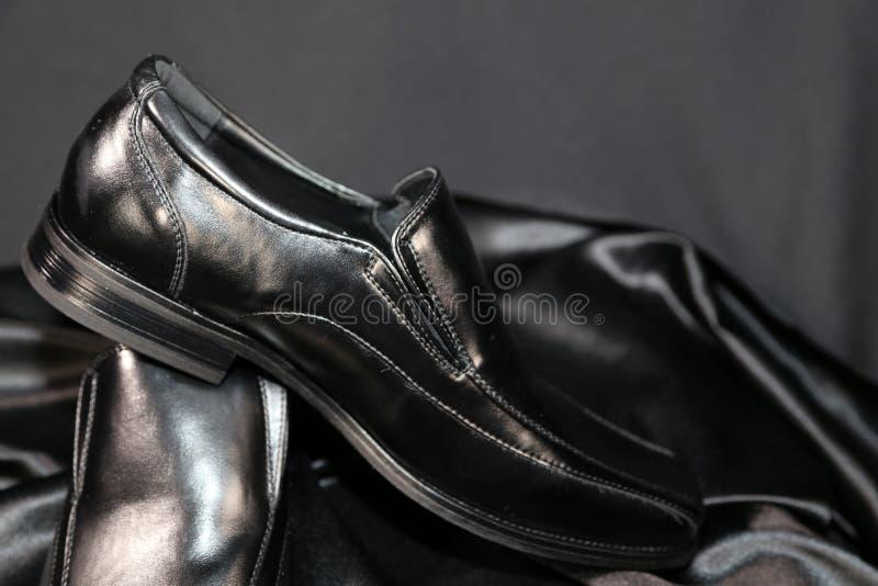 Industria de lujo de los zapatos y de la confección de la moda de la ropa de caballero foto de archivo libre de regalías