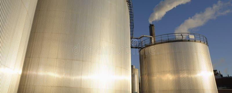 Industria dei serbatoi dell'olio e del combustibile fotografia stock libera da diritti
