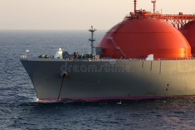 Industria del gas e del petrolio - autocisterna di LNG immagini stock
