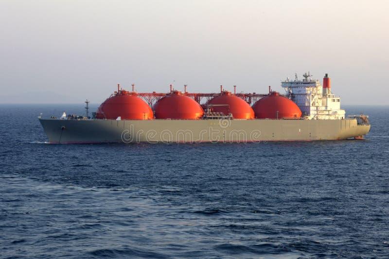 Industria del gas e del petrolio - autocisterna di LNG fotografia stock libera da diritti
