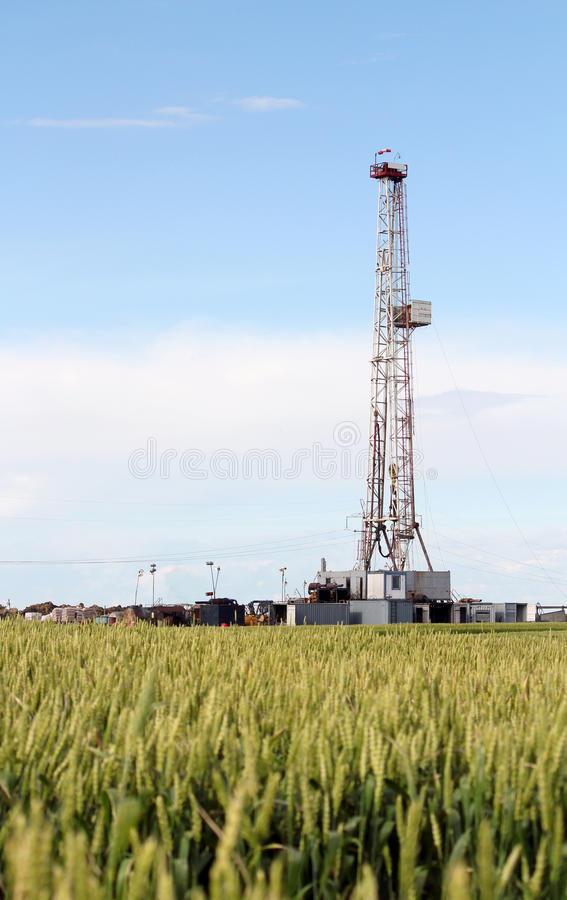 Industria dell'impianto di perforazione della trivellazione petrolifera della terra immagine stock