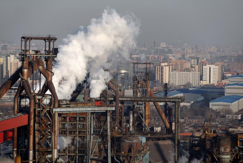 Industria ed inquinamento immagine stock