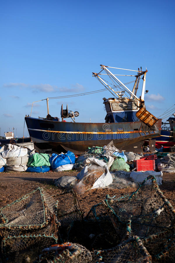Industria Hastings Inglaterra del barco de pesca del barco rastreador fotos de archivo