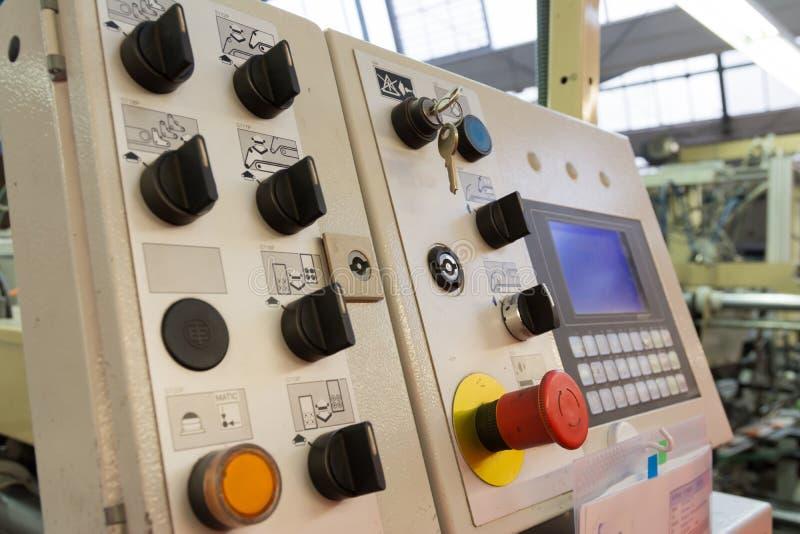 Industria industrial de la planta de fábrica de los botones de interruptores del panel de control  fotos de archivo