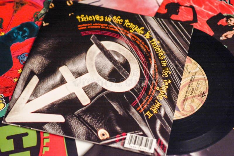 Industria musicale indietro negli anni 90 45 singoli dischi di giri/min. fotografie stock