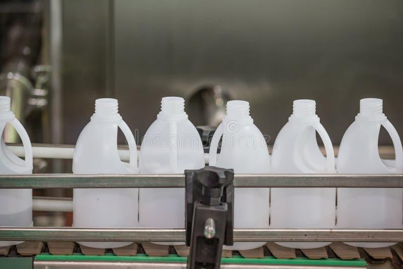 Industriale di plastica di fabbricazione della bottiglia immagine stock libera da diritti