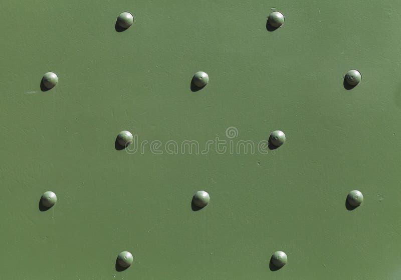 Industriale verde militare di piastra metallica con i ribattini fotografia stock libera da diritti