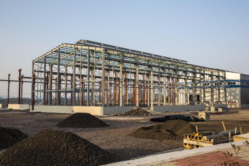 Industribyggnad under konstruktion royaltyfria bilder