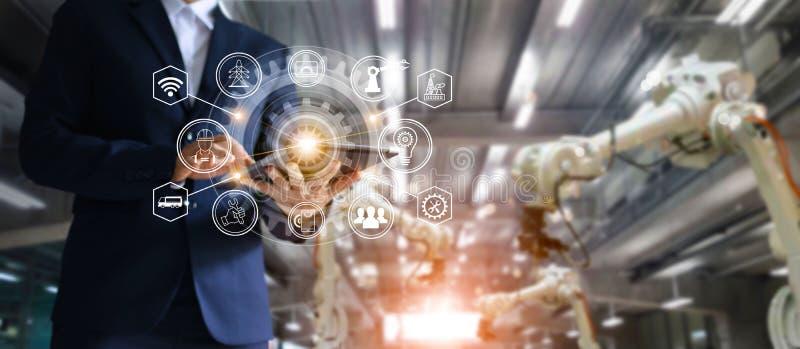 Industrie, 4 Automatisierung mit 0 Konzept, Ikonenflüssen und Datenaustausch stockbild