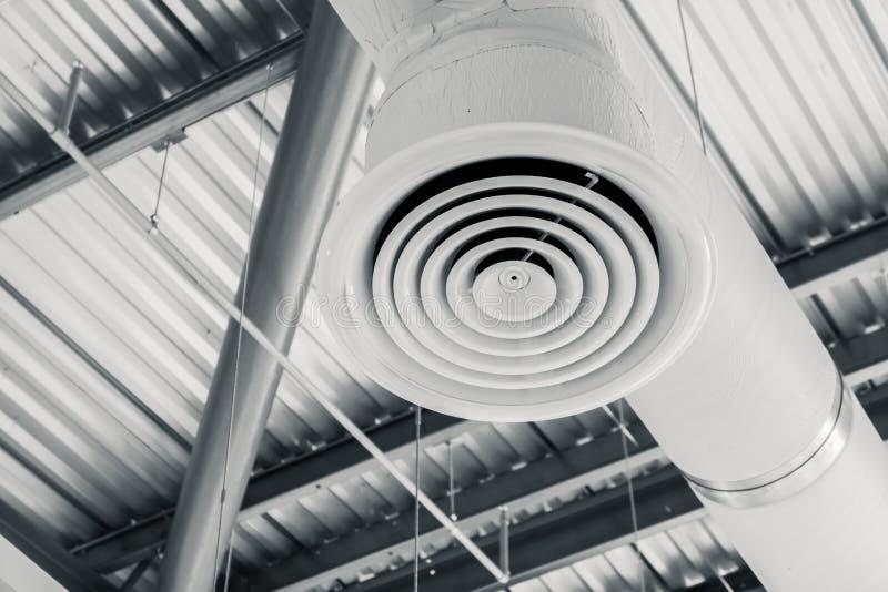 Industrie construisant le tuyau intérieur d'état d'air de conduit d'air images stock