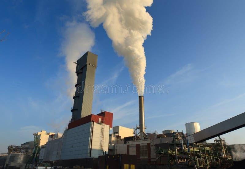 Industrie et fumée image stock