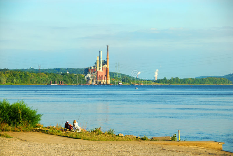 Industrie le long de la rivière Ohio photos stock