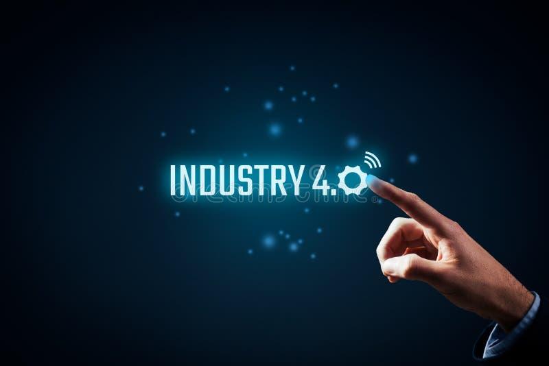 Industrie 4 Le mot de couleur rouge situé au-dessus du texte de couleur blanche image stock