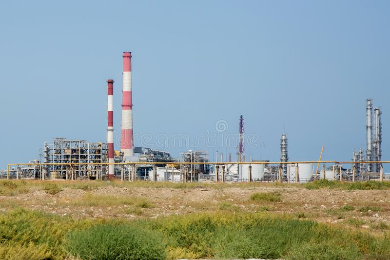 Industrie pétrolière et gazière, raffinerie de pétrole, industrie de la transformation, raffinerie de pétrole, réservoir de stock image libre de droits