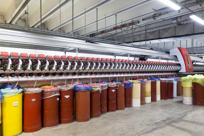 Industrie textile Machine à filer de coton photos stock