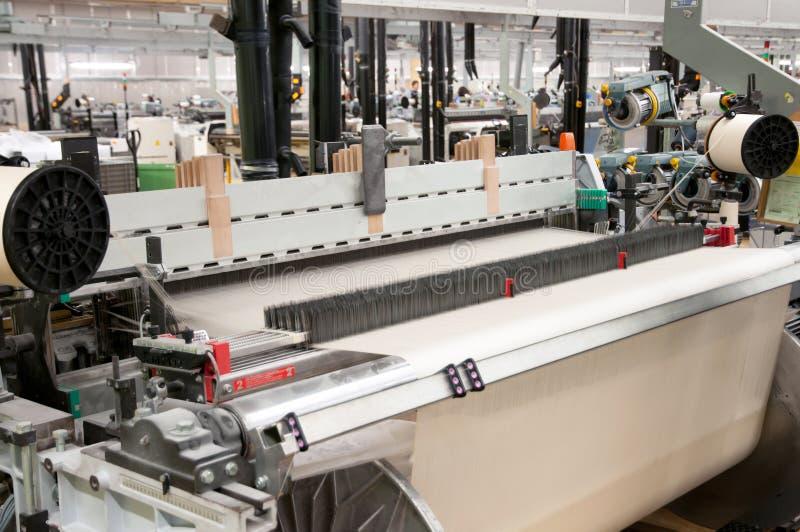 Industrie textile - tissant et se faussant images stock