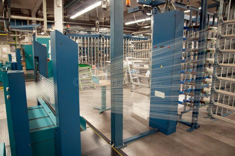 Industrie textile - tissant et se faussant photos stock