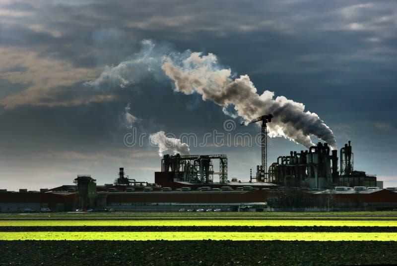 Industrieanlagerauch stockfotografie