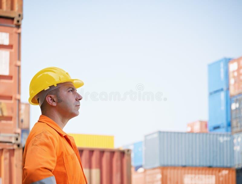 Industriearbeiter im Lager lizenzfreie stockfotografie