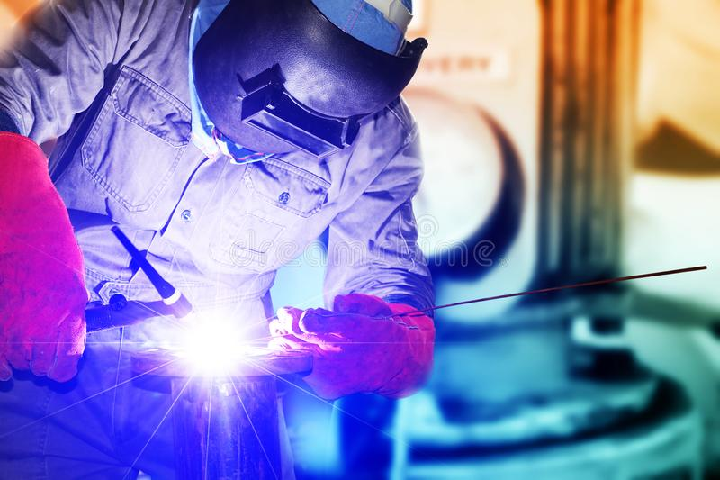 Industrieel bedrijfsconcept met technicusnadruk royalty-vrije stock foto