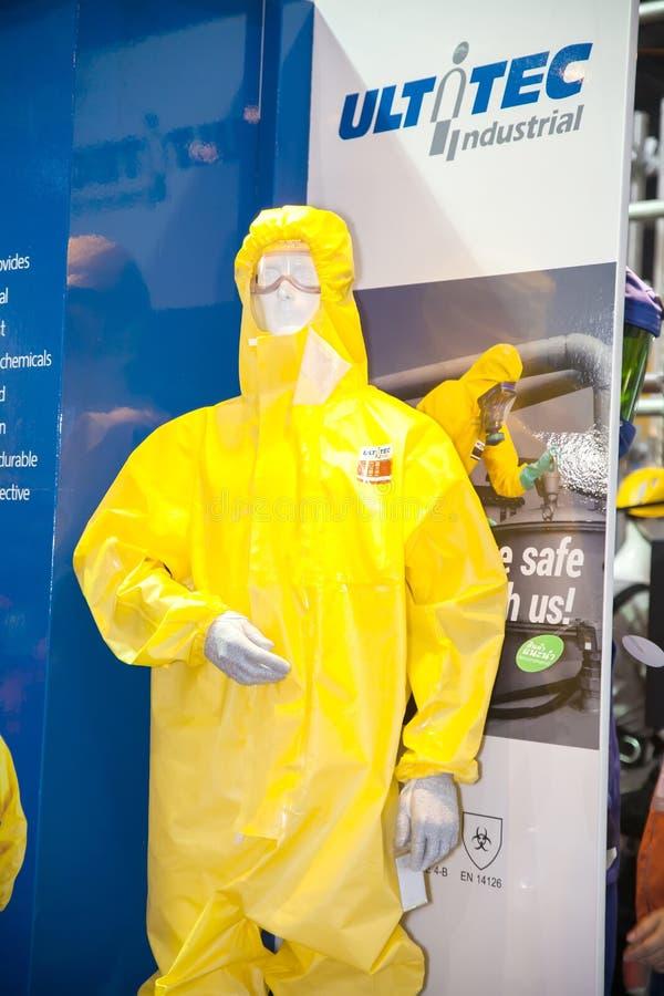 Industrieel beschermend hazmatkostuum stock afbeelding