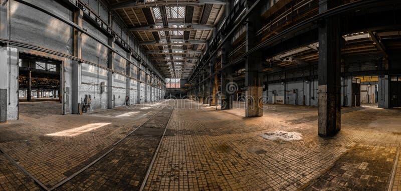 Industrieel binnenland van een groot gebouw stock fotografie