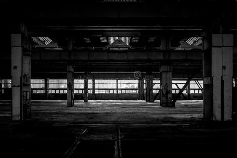 Industrieel binnenland van een oude fabriek royalty-vrije stock afbeeldingen
