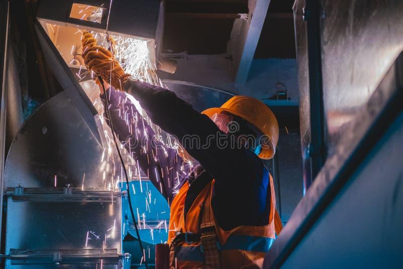 Industrieel de installatiewerkproces van de hvacreparatie royalty-vrije stock foto