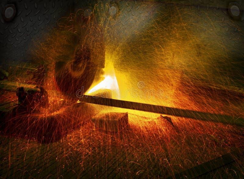 Industrieel hulpmiddel om metaal te snijden in ijzerbedrijfswinkel het werken en c stock afbeeldingen