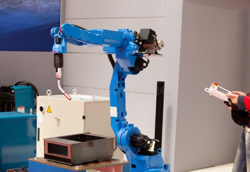 Industrieel robotwapen stock foto