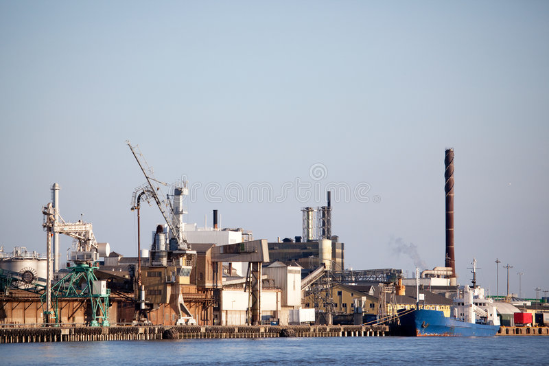 Industrieel Verschepend Dok stock foto