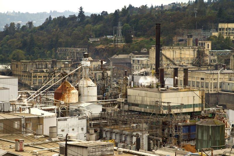 Industriegebiet entlang Willamette Fluss lizenzfreie stockbilder