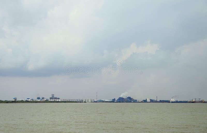 Industriegebiet von Dumai-Stadt, Indonesien lizenzfreies stockfoto