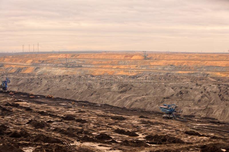 Industrielandschaft eines Arbeitsbergwerkes stockfotografie