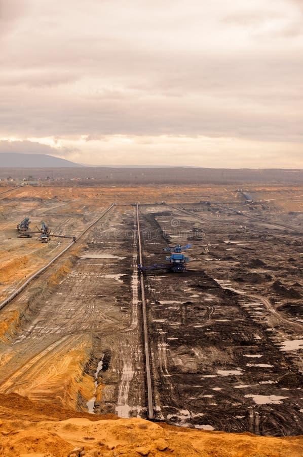 Industrielandschaft eines Arbeitsbergwerkes stockfoto
