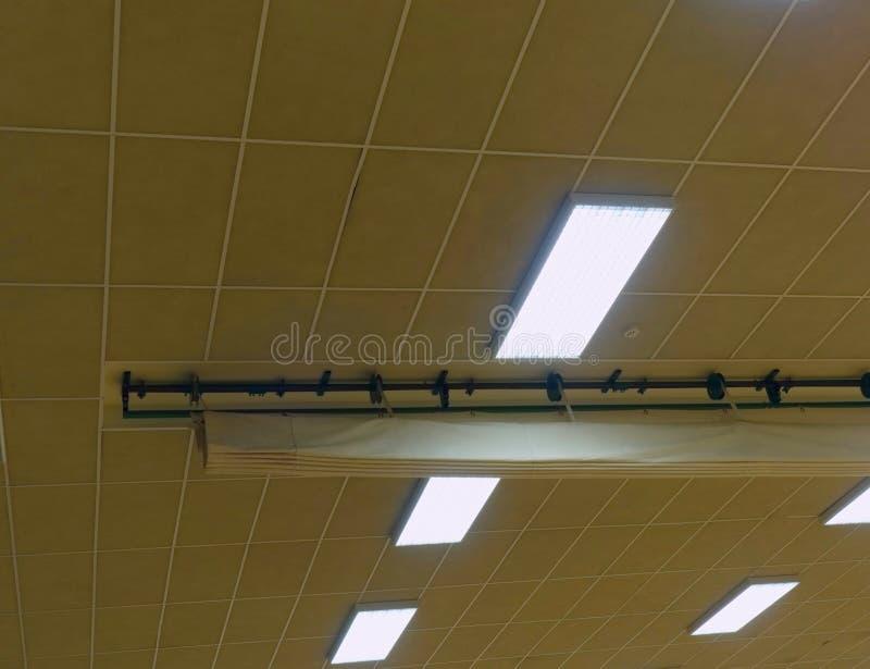 Industriell belysningpanel av den lågtrycks- Mercury-dunst gas-urladdning lampan Tänder systemet royaltyfri bild