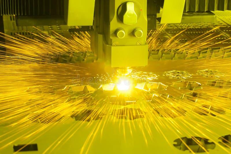 Industriell bitande maskin för laser royaltyfri foto
